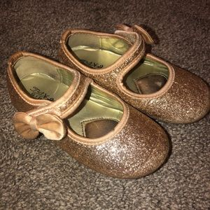 Girls 8T sparkly gold dress shoes